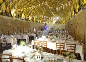 grande grange pour un repas de mariage